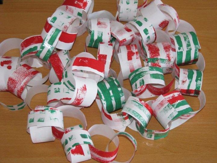 manualidades navidad reciclaje cadenas papel familia