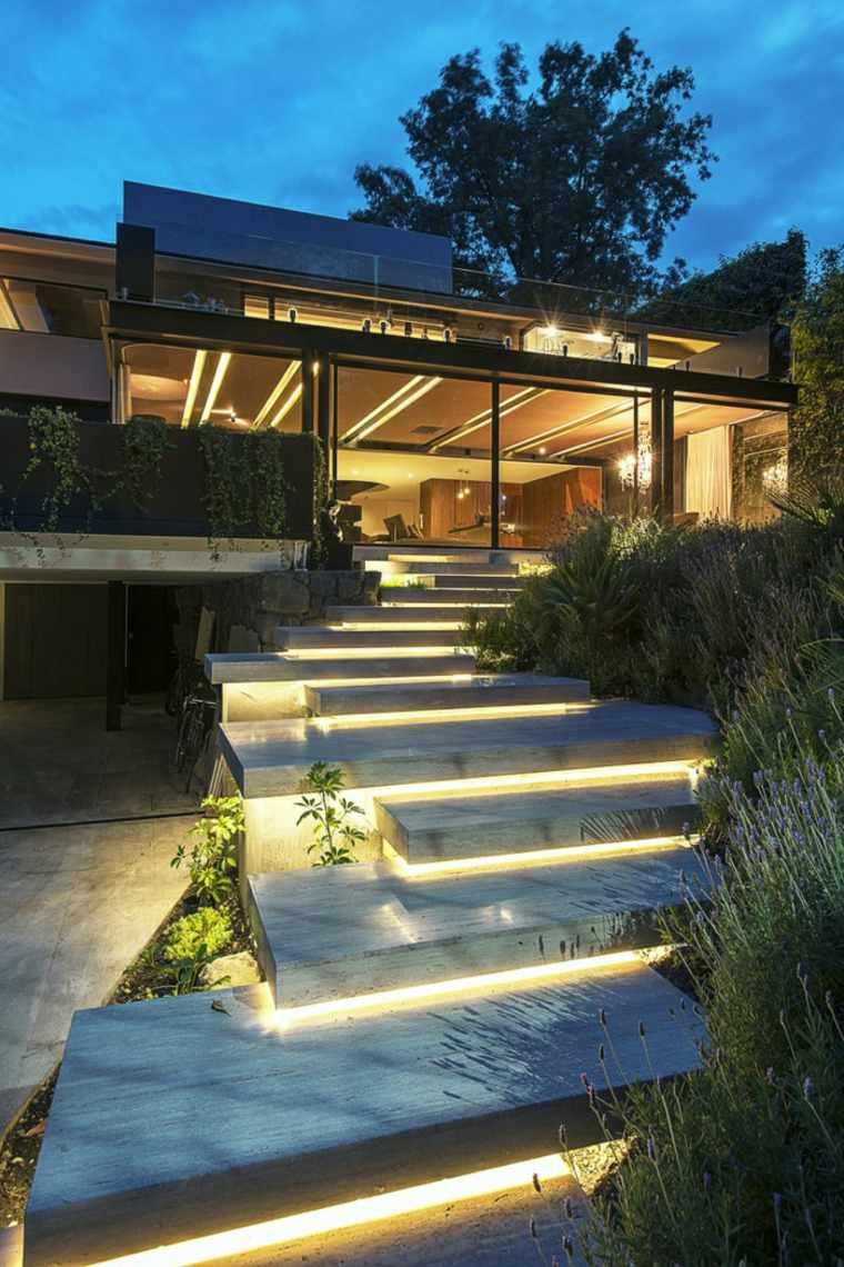 originales luces escaleras patio