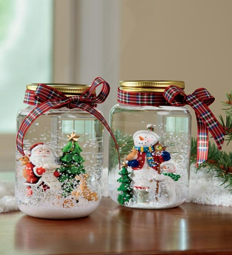 tarros de vidrio con nieve