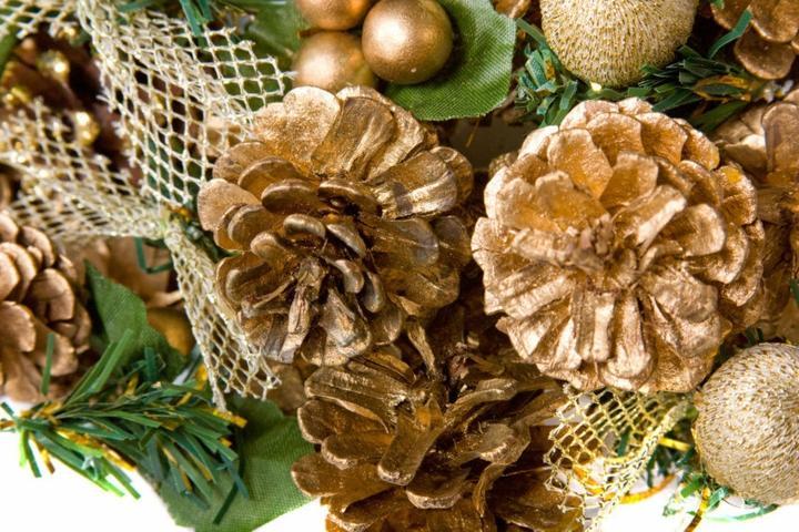 pinas decoracion clores dorados muestras