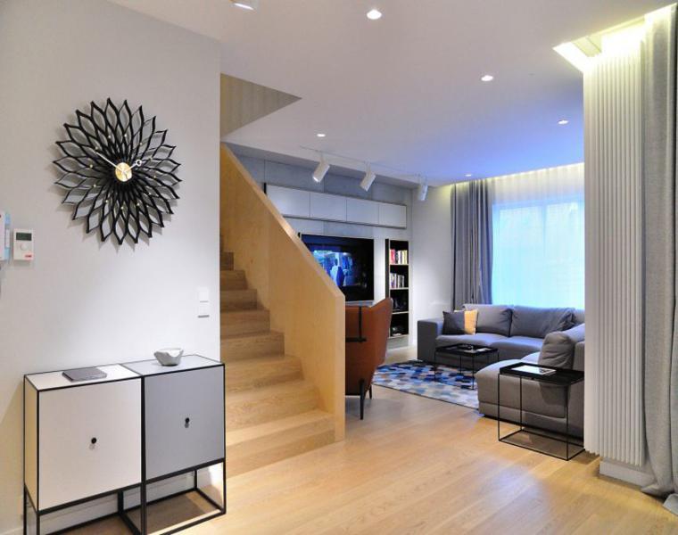 sala de estar escaleras madera