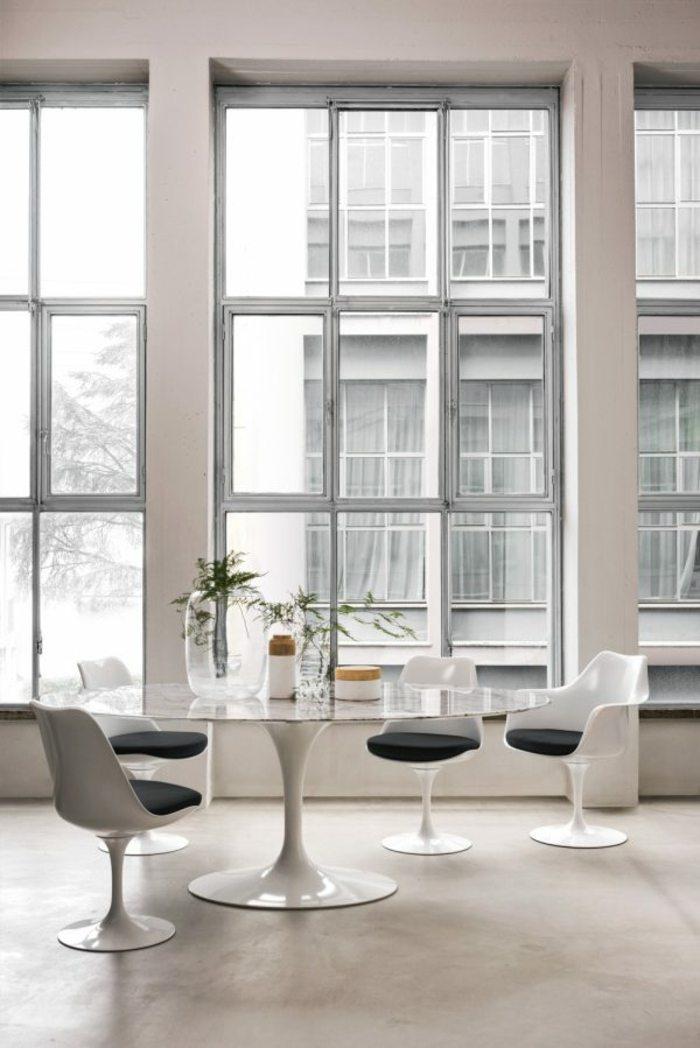 sillas blancas acolchado negro