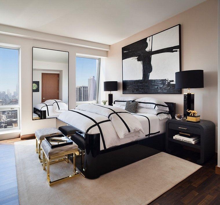 taburetes-oro-destacan-dormitorio-blanco-negro