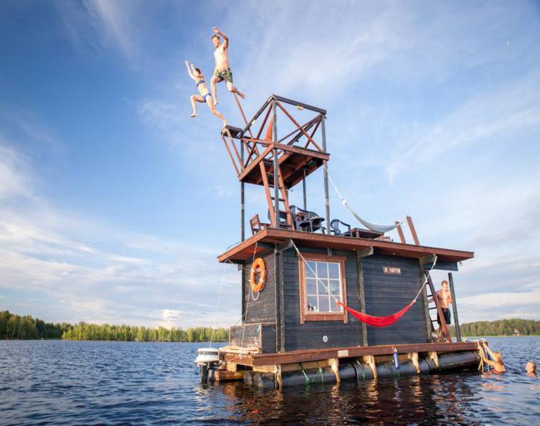 trampolin casa flotante diseño