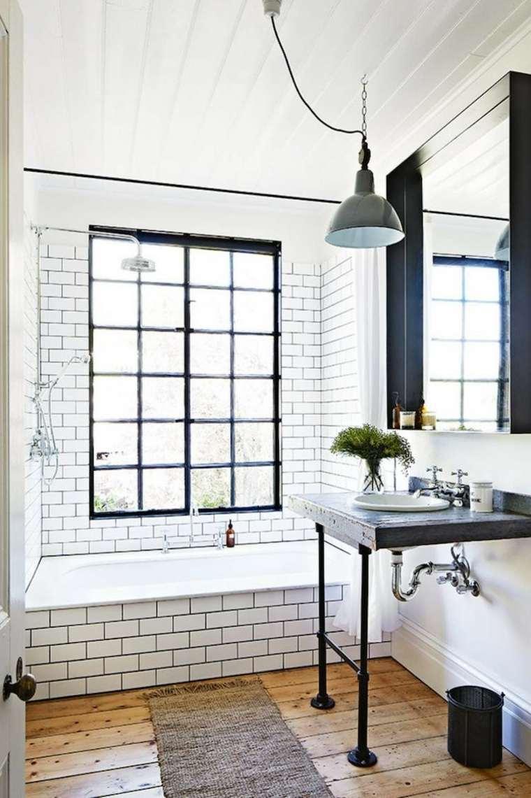 baño azulejos blancos estilo metro