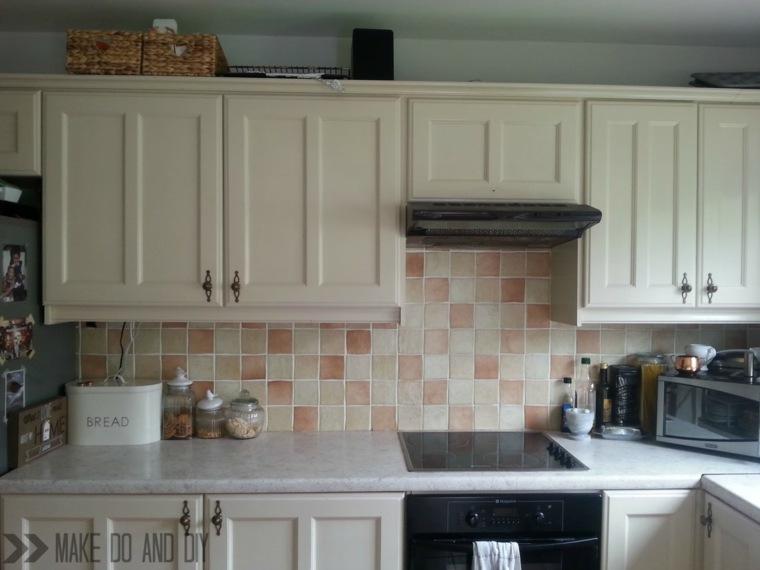 Pintura sobre azulejos cocina deco low cost renovar la - Pintura para pintar azulejos de cocina ...