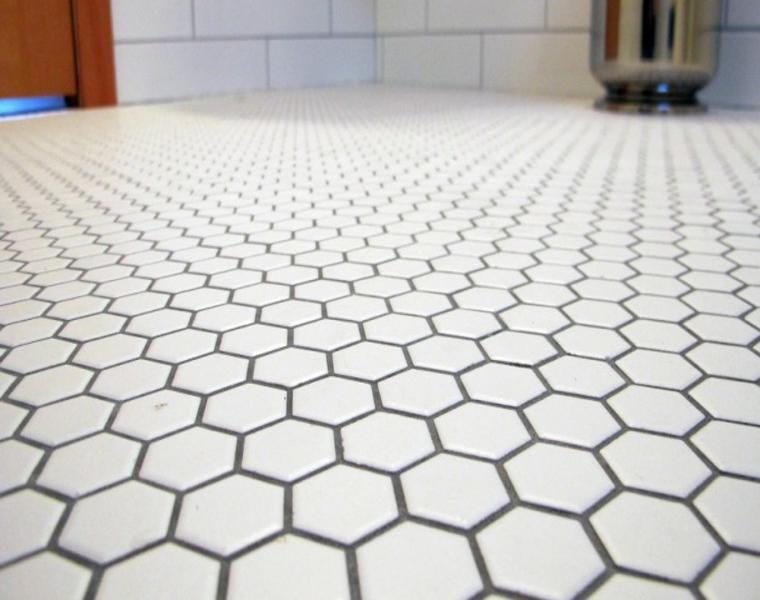 azulejos baño suelo blancos