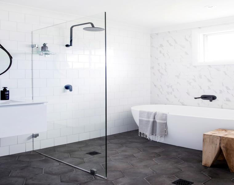 suelo baño azulejos grises