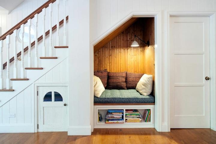 lecturas del dia escaleras bajo muebles luces