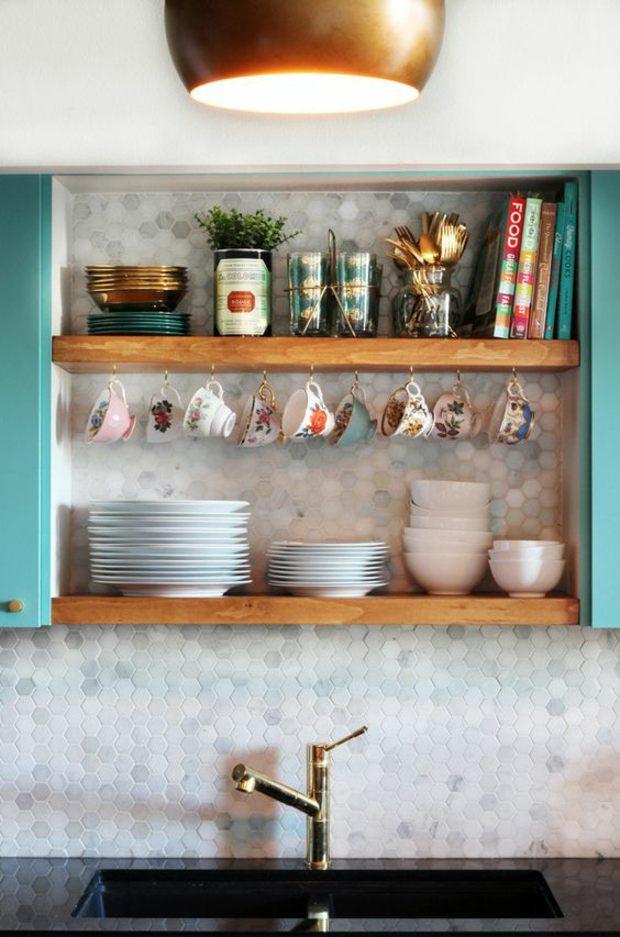 cocinas azulejos lineas platos colores latas
