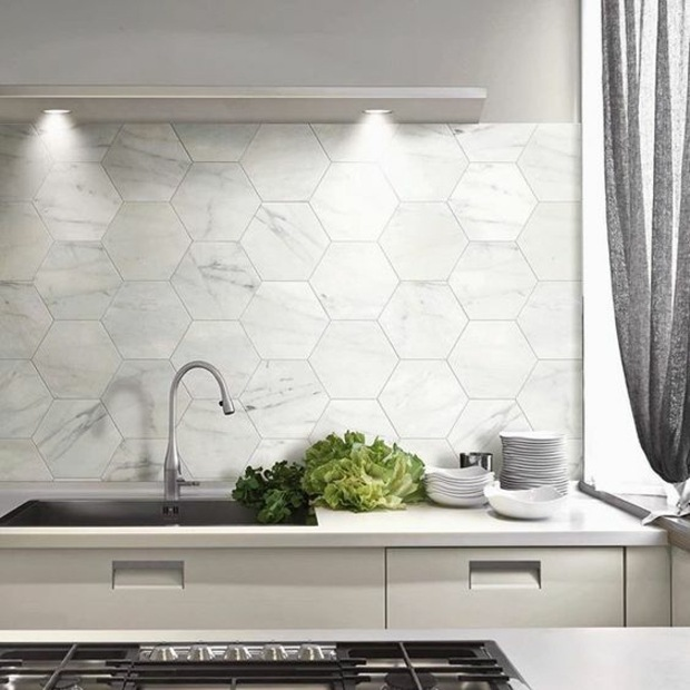 Cocinas azulejos hexagonales en 34 dise os impresionantes for Azulejo para pared de sala