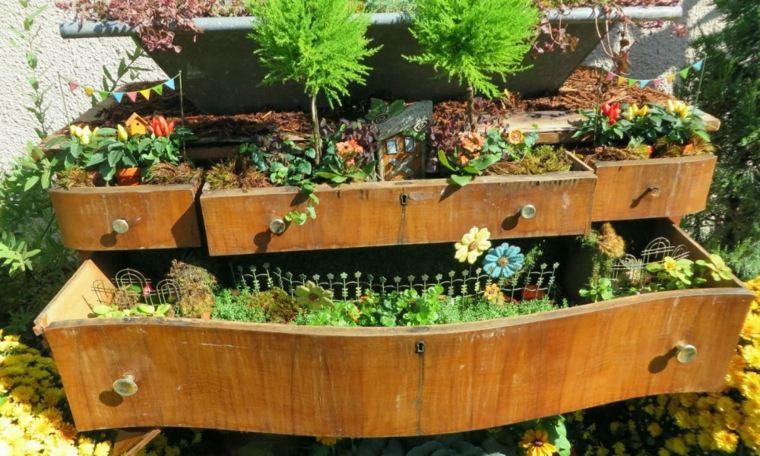 comoda vieja cajones plantas jardín