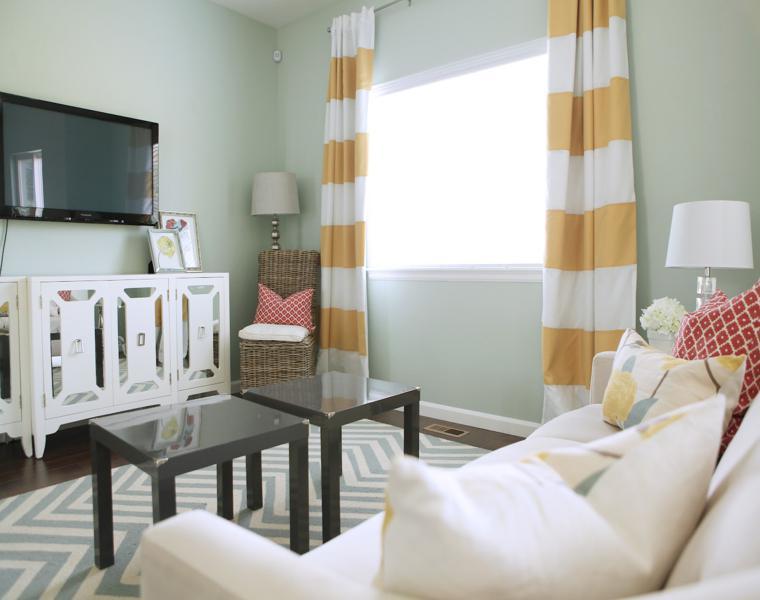 salón moderno cortinas bandas