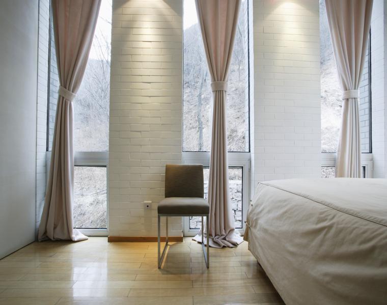 dormitorio moderno cortinas beige