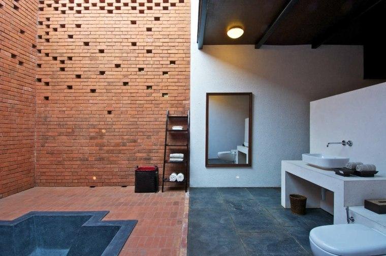 cuarto baño pared ladrillo
