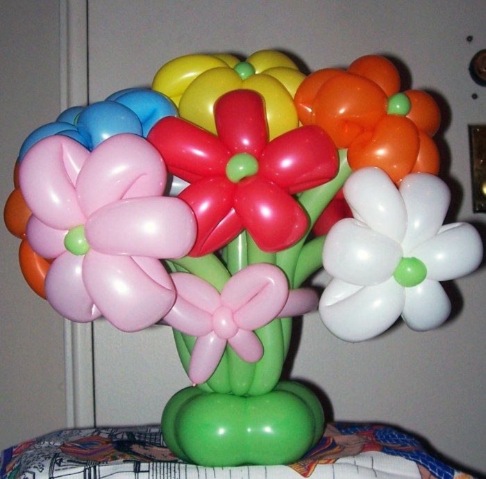 decoracion con globos arreglo floral verdes