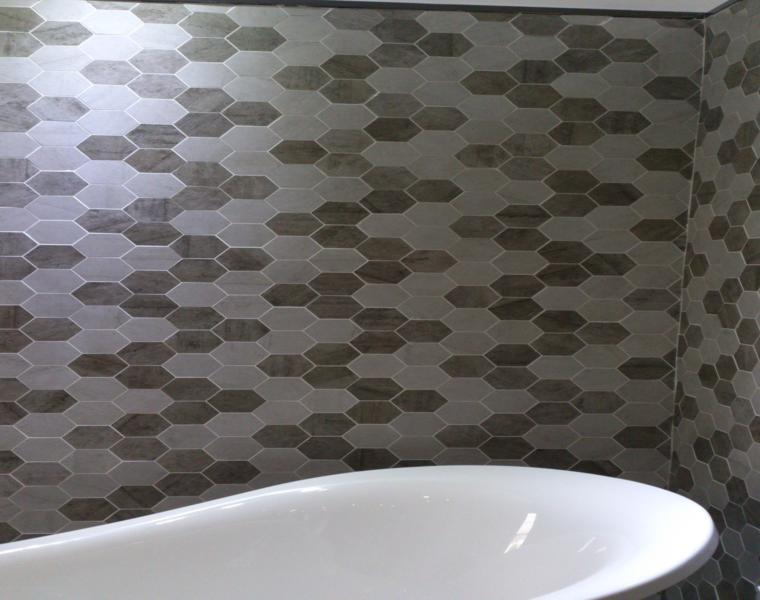 diseño baño moderno pared azulejos