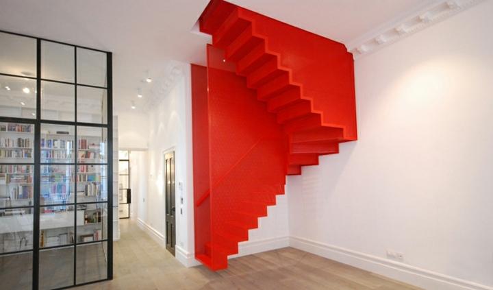 escaleras de interior diseño rojos materiales cuadros