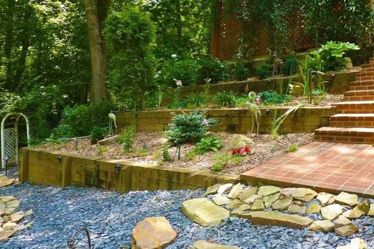 estupendo jardin varias terrazas
