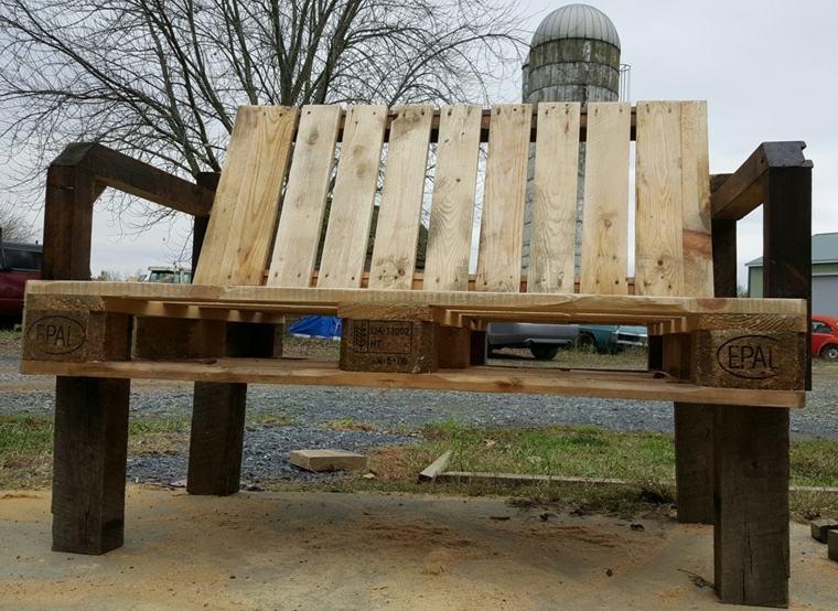 Europalet 42 ideas estupendas para muebles diy for Banco para jardin exterior
