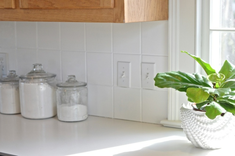 Pintar azulejos cocina para decorar vuestros interiores for Cocina con azulejos blancos