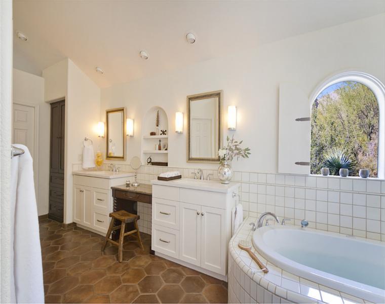 suelo de baño con azulejos