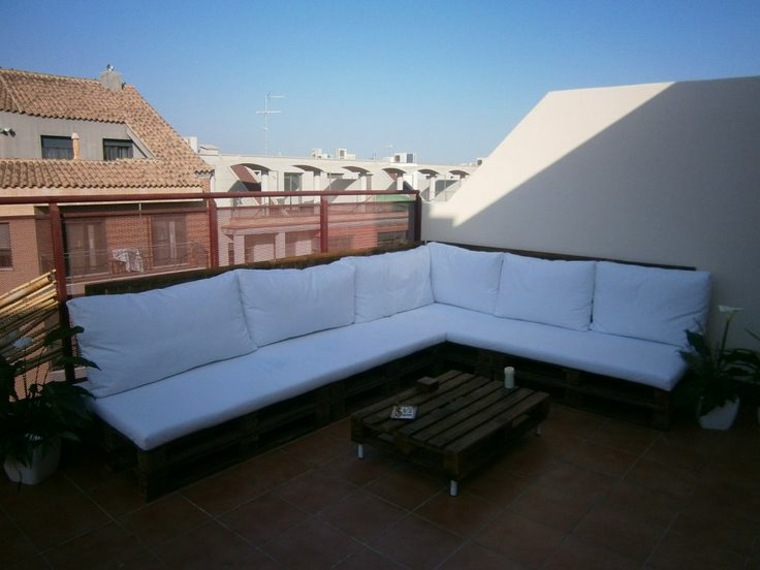 Zona chill out con palets en tu propio jard n o terraza for Muebles chill out baratos