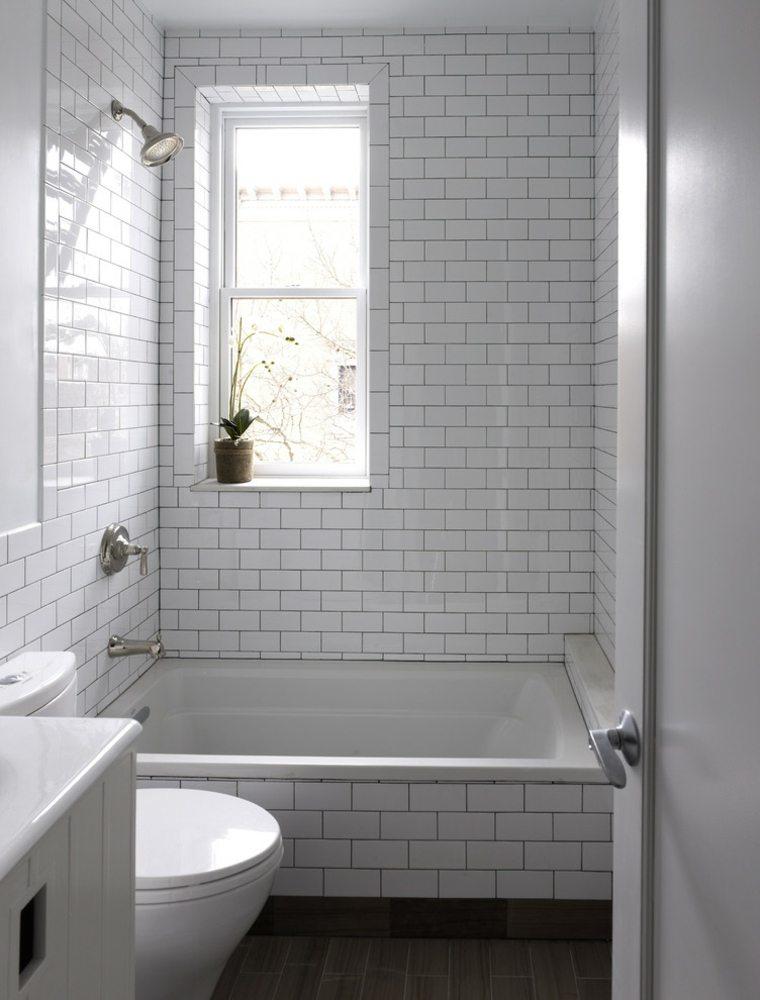 bano con azulejos metro