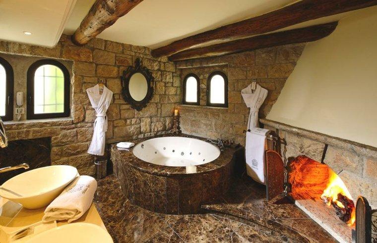 Baños antiguos y de diseño para una decoración elegante -