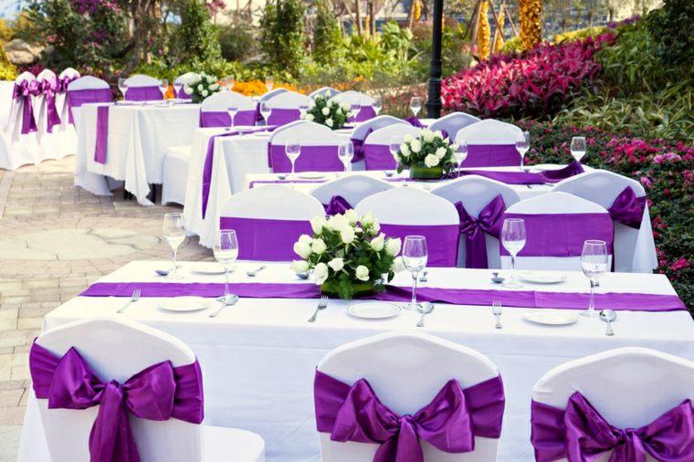 bodas sencillas decoracion blanco purpura diseno ideas