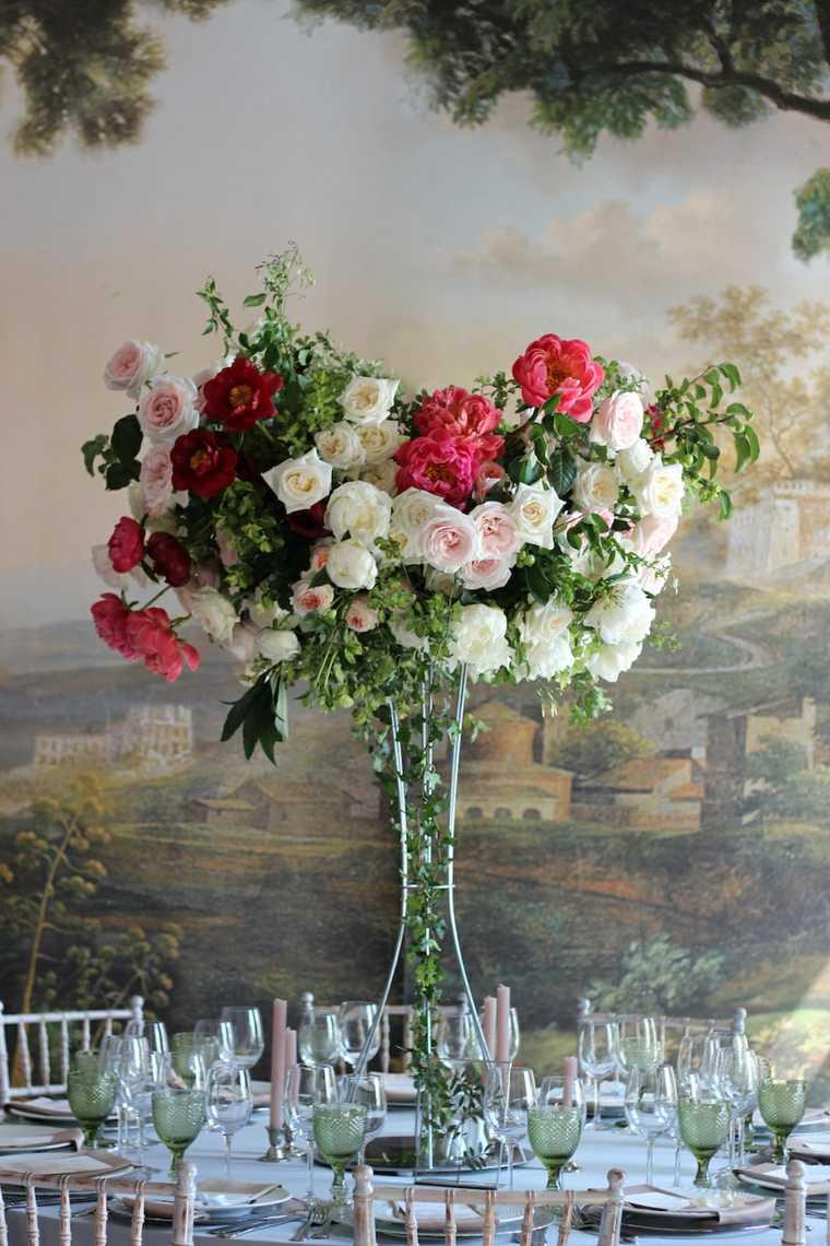 bodas sencillas decoracion mesa centro alto flores ideas