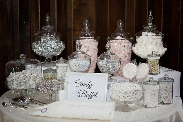 bonita mesa llena dulces