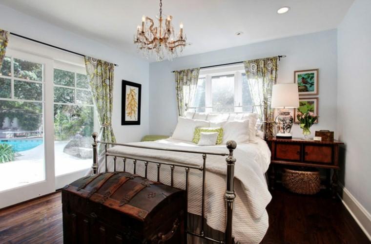 bonita habitación cofre viejo