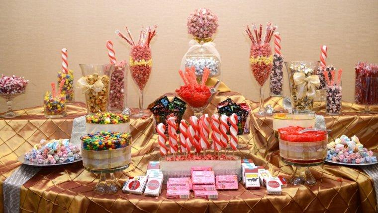mesa repleta dulces colores