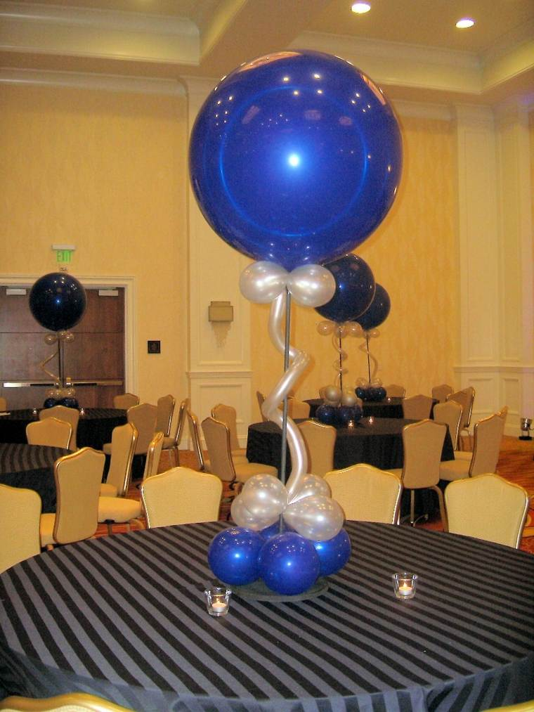 Centros de mesa con globos para decorar en fiestas for Decoracion simple con globos