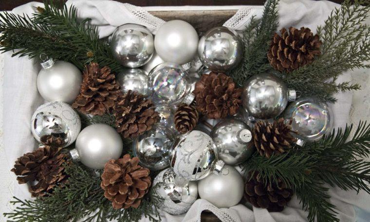 centros navideños con piñas decorar
