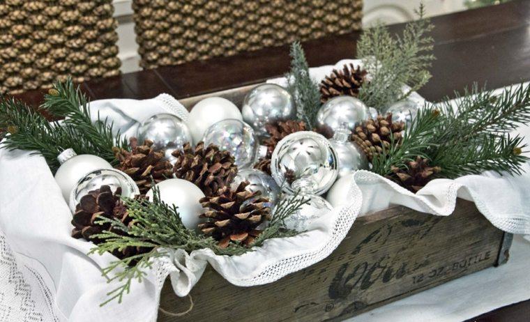 centros navideños con piñas