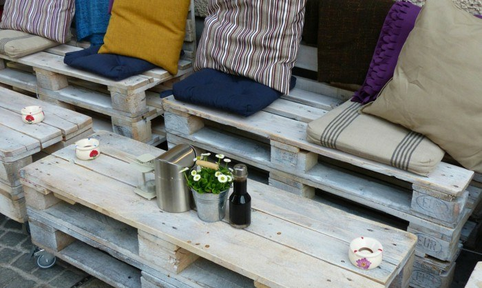 chill-out-palets-mesitas-sofa-original-diseno-terraza