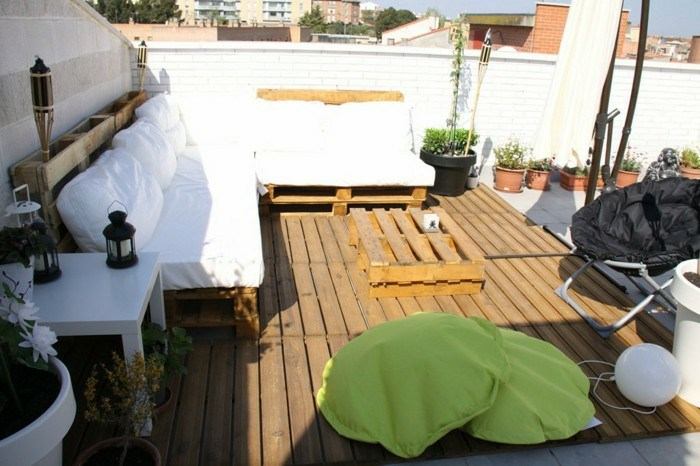 chill out pallets wooden furniture white cushions ideas