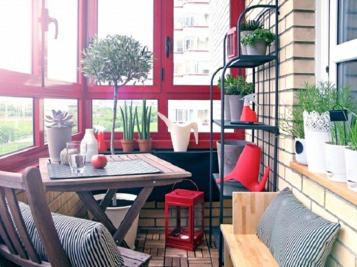 decorar balcon estrecho colorido intenso esapcios muebles
