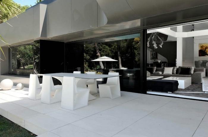 comedor aire libre patio blanco muebles