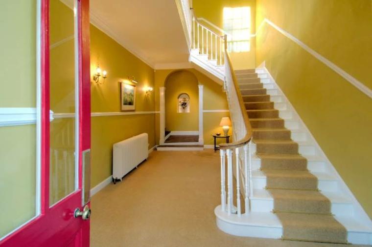 Como pintar un pasillo m s ideas y colores interesantes for Pasillos pintados color arena