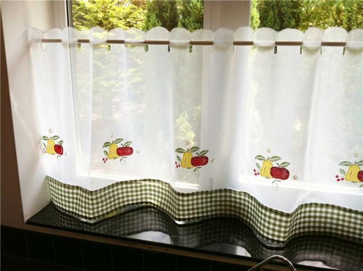 Visillos cocinas prácticas con diferentes opciones para las ventanas