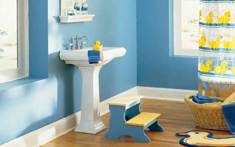 cuarto baño pared azul