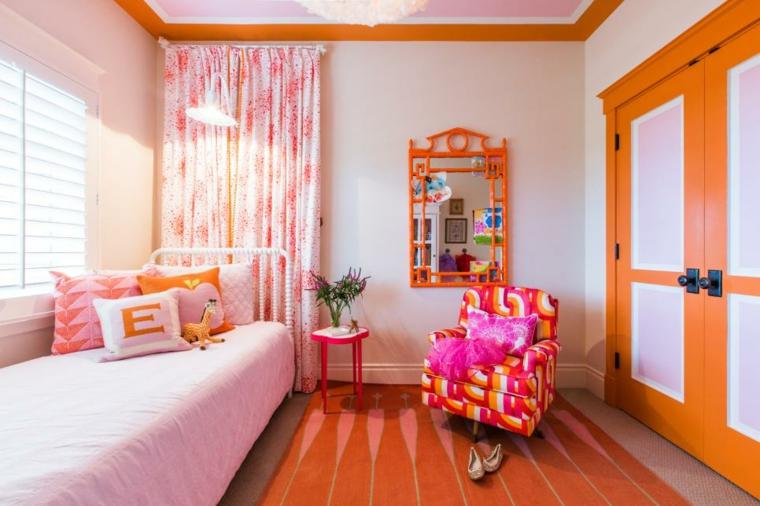 decoración habitación infantil brillantes tonalidades sillon