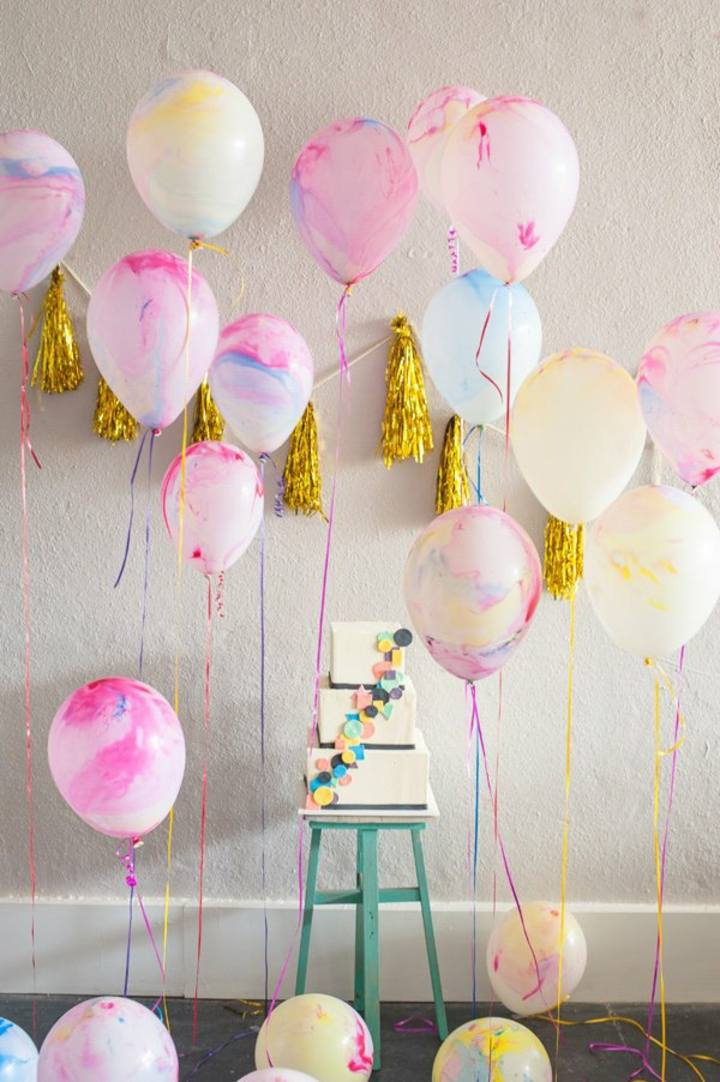 decoracion de globos pintados pared rosa
