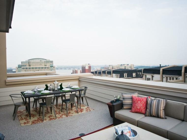 decoracion terraza comedor cojines claros