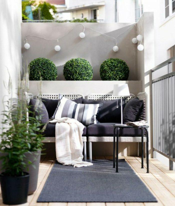 decorar balcon estrecho luces colgantes listones