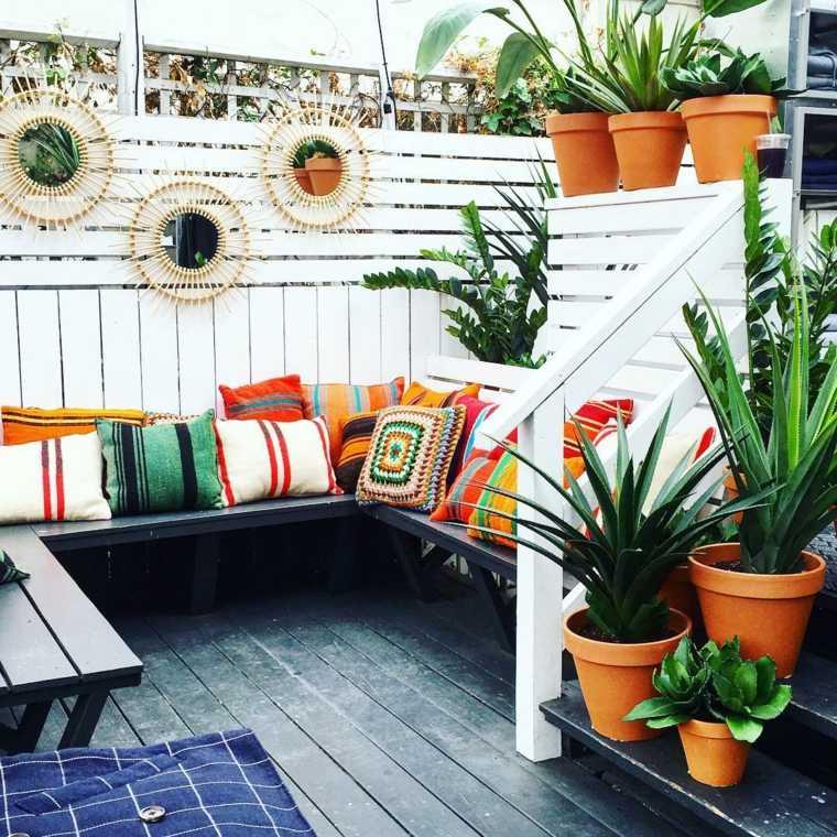 decorar balcon pequeño chill out exteriores bancos cojines ideas