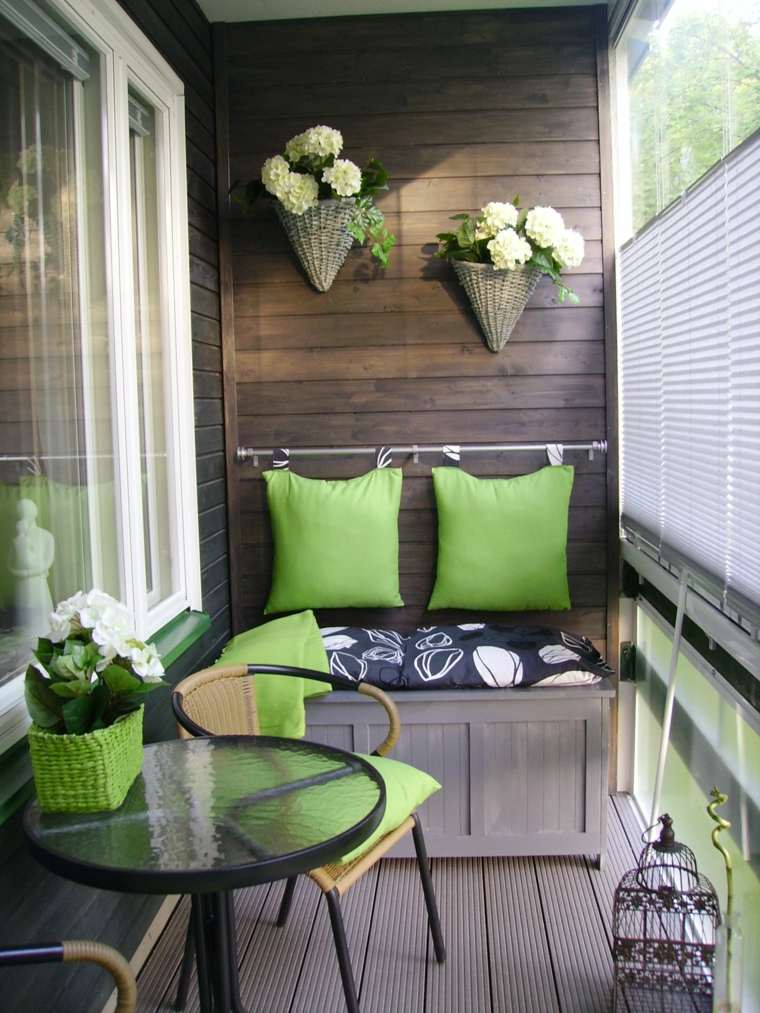 decorar balcon pequeño chill out exteriores cojines verdes ideas